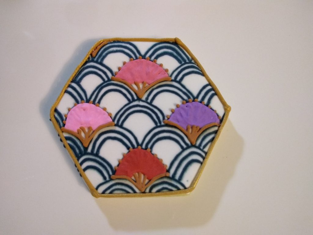 fan pattern royal icing sugar cookie